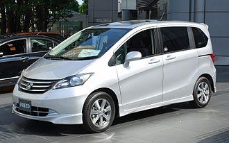 Honda Freed - Image: 2008 Honda Freed 01