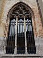 2016-Maastricht, St-Servaasbasiliek, Pandhof, oostelijke kloostergang, raam 5.jpg