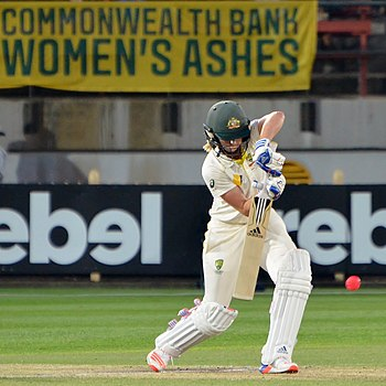 Perry during 2017–18 Women's Ashes Test at North Sydney Oval