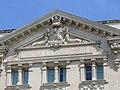 2344.Jugendstildarstellung am Dachgiebel des Postgebäudes am Place de la Republique-Arles.JPG