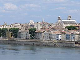 2360.Blick vom Ufer der Rhone auf Arles-Provence.JPG