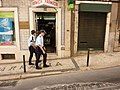 2 polícias a pé (Simon Lee).jpg