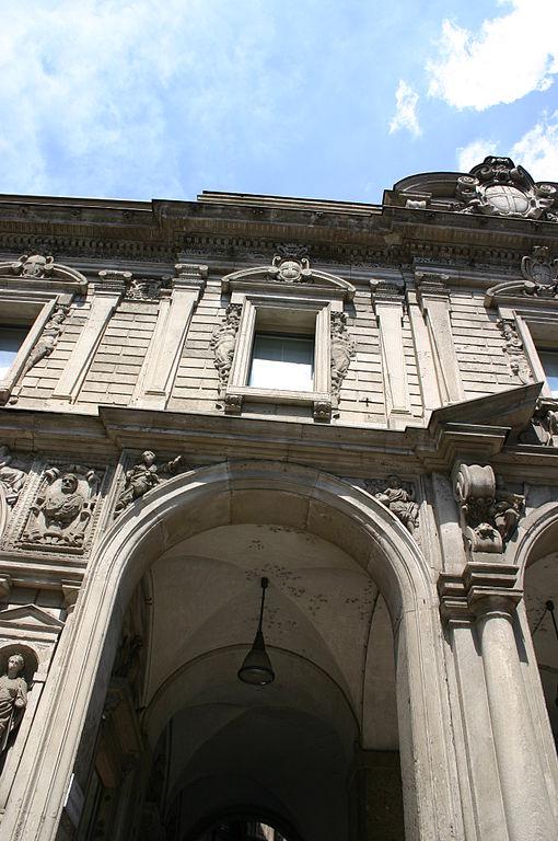 File 5043 milano palazzo dei giureconsulti foto for Palazzo 24