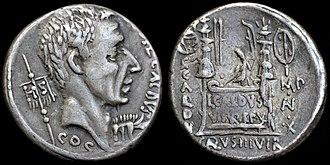 Gaius Coelius Caldus - O: head of Gaius Coelius Caldus, standard inscribed HIS behind and standard in the form of a boar (emblem of Clunia, Hispania) in front C·COEL·CALDVS COS
