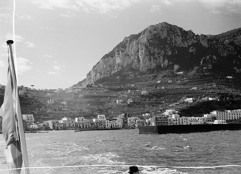 File:Aankomst in de haven van Anacapri, Bestanddeelnr 252-0012.jpg