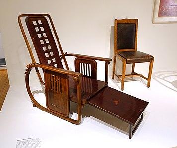 Adjustable armchair, Model 670, Sitting Machine, designed by Josef Hoffmann, Jacob & Josef Kohn, Vienna, 1904-1906, beech, plywood, wood, brass- Museum für Angewandte Kunst Köln - Cologne, Germany - DSC09636