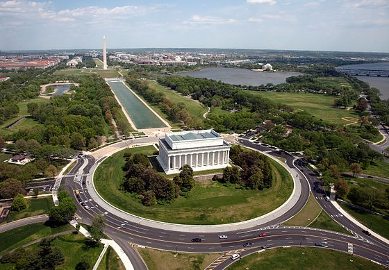 Lincoln Memorial in Washington, D.C. Aerial view of Lincoln Memorial - west side.jpg