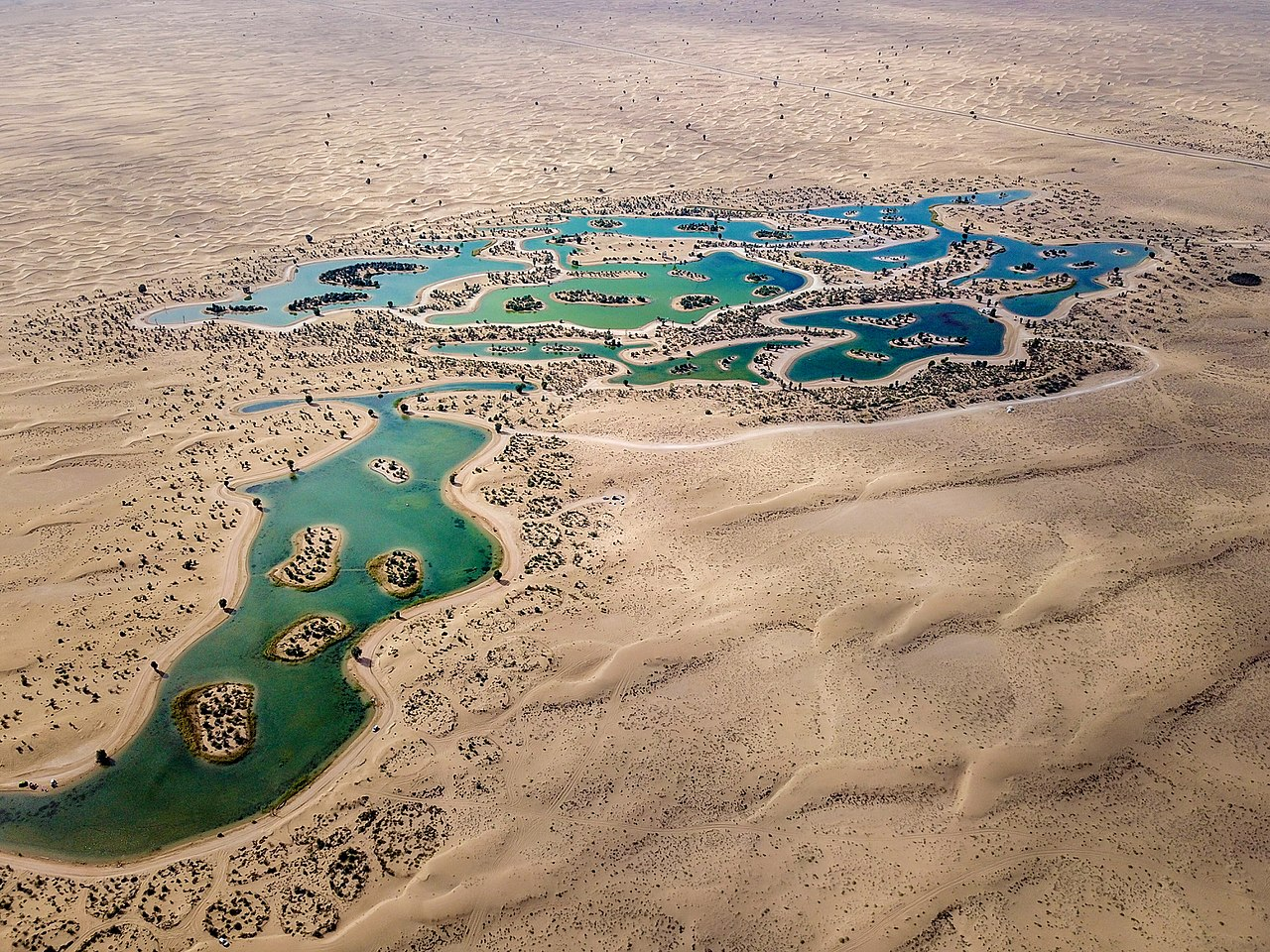 File:Al Qudra Lakes from Above.jpg - Wikimedia Commons