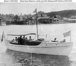 http://upload.wikimedia.org/wikipedia/commons/thumb/e/e0/Albatross_%28American_Motor_Boat%2C_1912%29.jpg/300px-Albatross_%28American_Motor_Boat%2C_1912%29.jpg