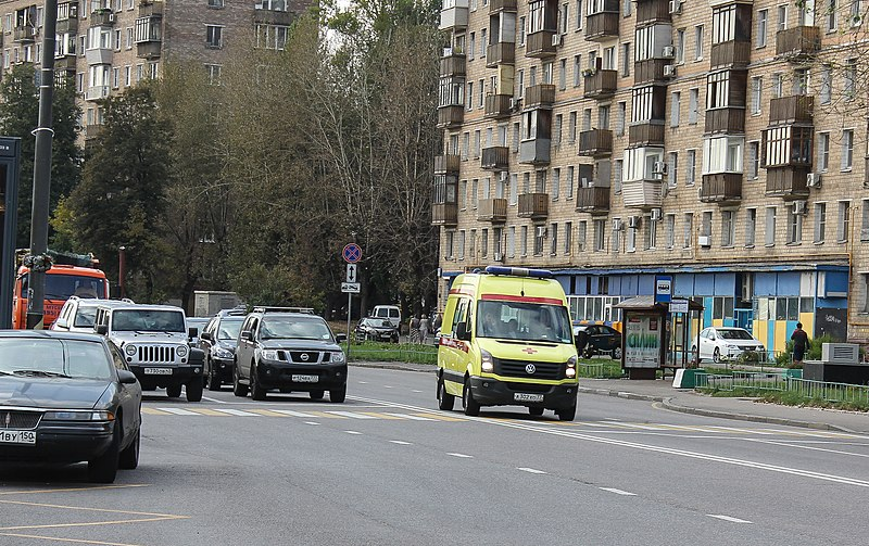 Ambulace going on the opposite lane in Moscow.jpg