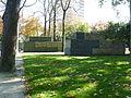 Angers, Arboretum, murs anti-bruit.JPG