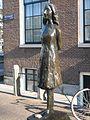 Anne Frank beeld Westerkerk (3).jpg