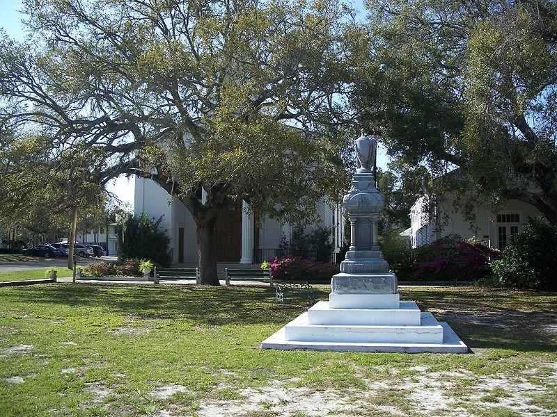 File:Apalachicola mnmt Gorrie and church01.jpg