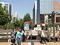 Apoquindo metro El Golf y escutturas de Landerretche f01.jpg