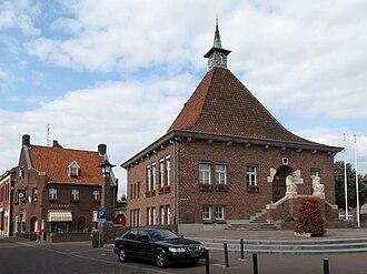 Arcen - Image: Arcen, voormalig stadhuis in straatzicht foto 2 2010 06 21 17.29