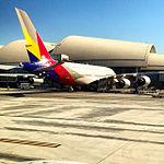 Asiana A380 at LAX (15227787646).jpg