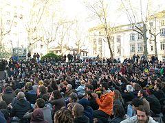 240px-Assembl%C3%A9e_G%C3%A9n%C3%A9rale_3_-_Nuit_Debout_Lyon dans Troll