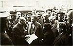 Atatürk Edirne'de bir kadının derdini dinlerken (25 Aralık 1930).jpg