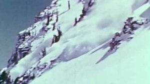 File:Avalanche on Mount Rainier.webm