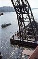 Az Erzsébet híd építése, Ady Endre úszódaru az utolsó pályaegység beemelésekor a budai hídfőnél. Fortepan 50558.jpg