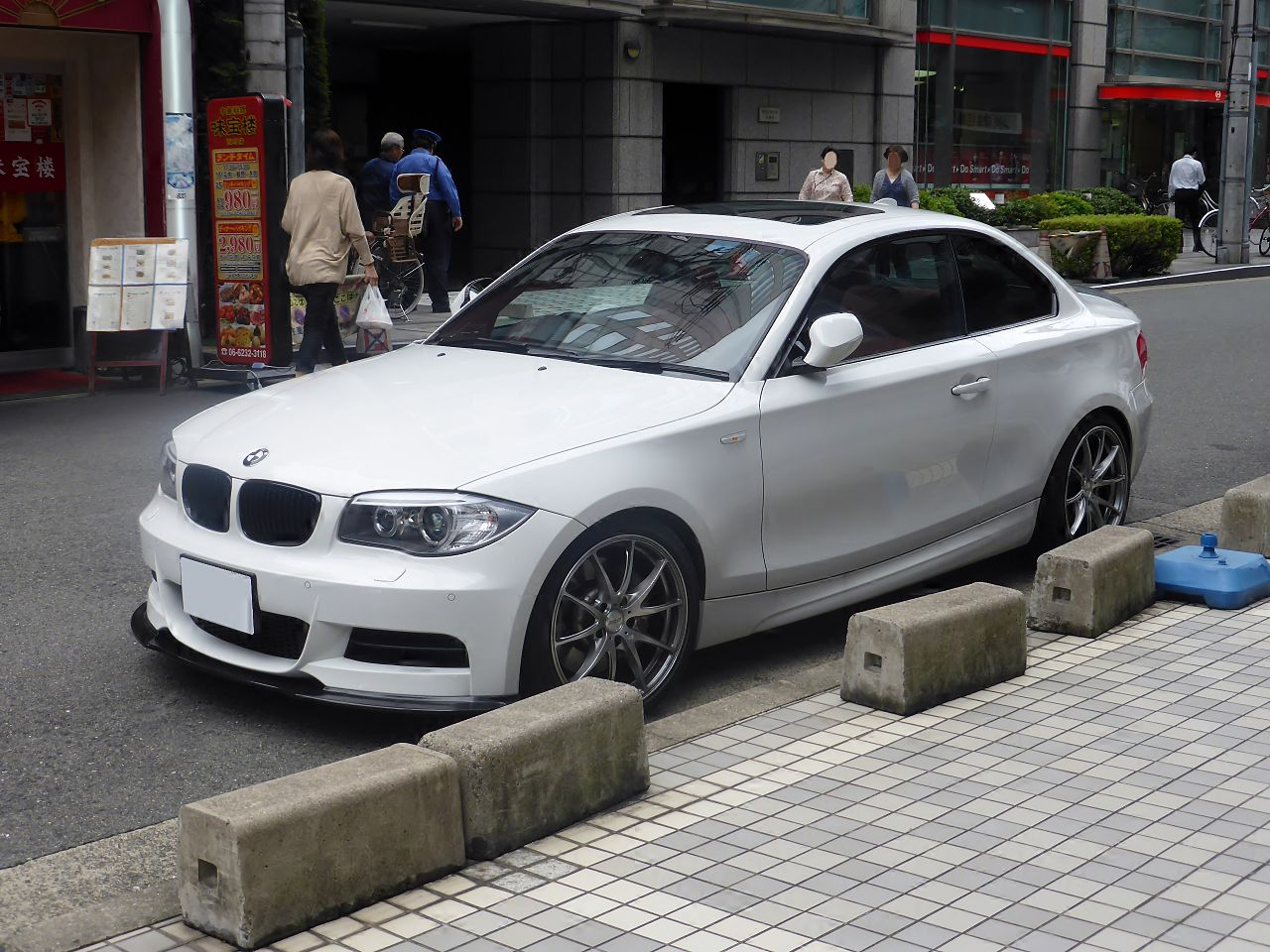 file bmw 135i coupe e82 front jpg wikimedia commons. Black Bedroom Furniture Sets. Home Design Ideas