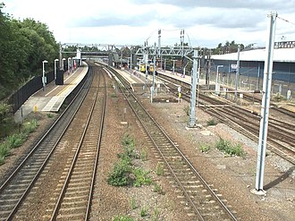 Bedford railway station - The main line and platform layout from the overbridge.