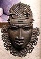 Benin, edo, maschera da applicaee sul fianco sinistro.jpg