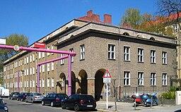 Linienstraße 16-21, Jörg Zägel [CC BY-SA 3.0 (https://creativecommons.org/licenses/by-sa/3.0)], via Wikimedia Commons