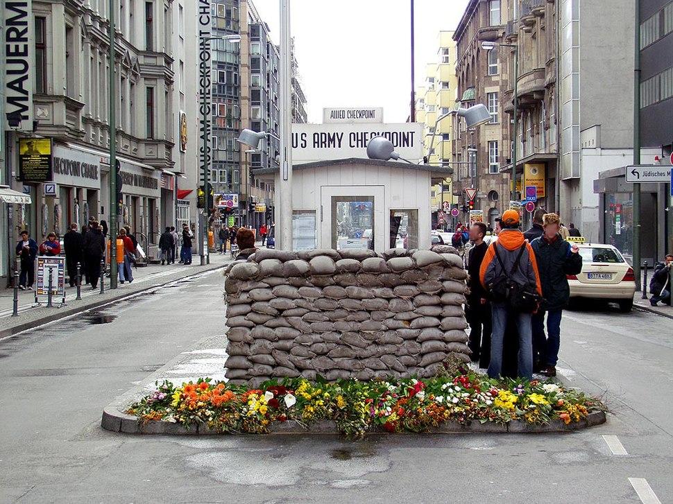 Berlin-Checkpoint Charlie-Richtung Westen