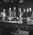 Bijschrift Dutch consul and office staff of Shipping Committee Nederlandse c, Bestanddeelnr 935-3000.jpg