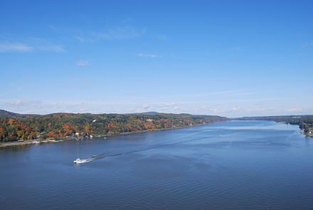 The river from Poughkeepsie, looking north. Bird's-eye view of Hudson River from walkway 5.JPG