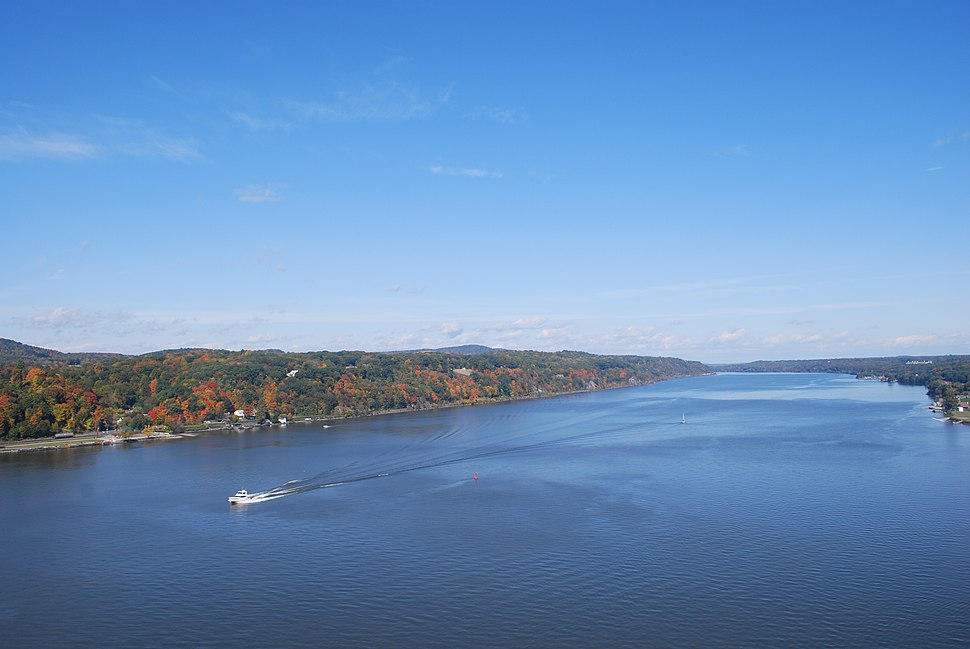 Bird%27s-eye view of Hudson River from walkway 5