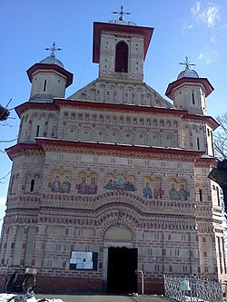Biserica Calinesti.jpg