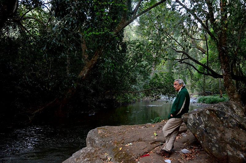 Bittu Sahgal, Editor, Sanctuary Asia at Mutthodi, along Bhadra River in Bhadra Tiger Reserve. Photographer: D.V. Girish