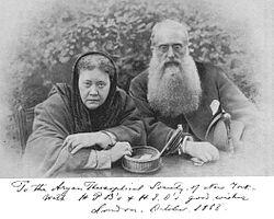Helena Blavatsky e Henry Olcott em 1888, os principais fundadores da Sociedade Teosófica.