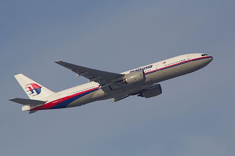 File:Boeing 777-200 (9328013793) (2).jpg