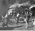 Boga strašijo z razbijanjem zabojev in škatel ter zganjanjem hrupa 1940 (4).jpg
