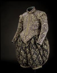 Kong Gustav II Adolfs klæder, lavet af lilla stofstykke