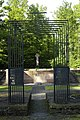Brama cmentarza wojennego żołnierzy niemieckich z I i II wojny światowej.jpg