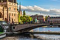Bridge and building at Riksgatan, Stockholm - panoramio.jpg