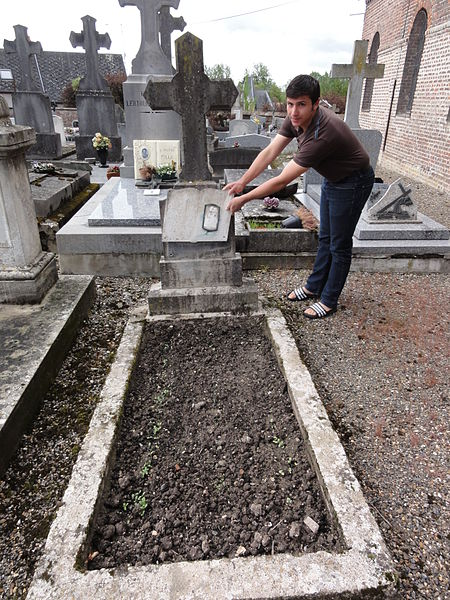 Brissy-Hamégicourt (Aisne) cimetière d'Hamégicourt, tombe soldat 14-18