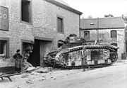 Bundesarchiv Bild 101I-127-0369-21, Im Westen, zerstörter französischer Panzer Char B1