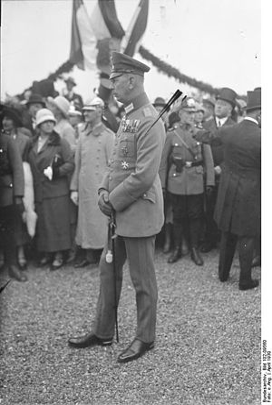 Oskar von Hindenburg - Oskar von Hindenburg, April 1930