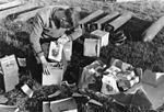 Bundesarchiv Bild 146-1971-080-26, Vorbereitung eines Flugblatt-Abwurfs.jpg