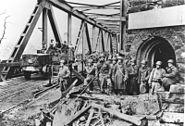 Bundesarchiv Bild 173-0422, Remagen, beschädigte Brücke