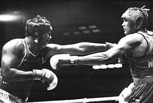 Arnold Vanderlyde - Arnold Vanderlyde (right) versus Roberto Balado in Berlin, 1990.