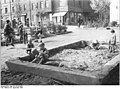 Bundesarchiv Bild 183-33165-0002, Erfurt, Spielplatz, Sandkasten.jpg