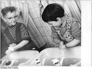 Bundesarchiv Bild 183-92279-0002, Ruhrepedemie...