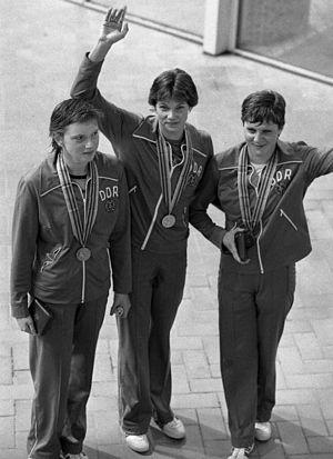 1980 Summer Olympics medal table - Image: Bundesarchiv Bild 183 W0727 138, Moskau, Olympiade, Siegerinnen über 200 m Rücken