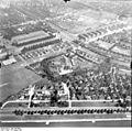 Bundesarchiv Bild 195-0986, Rheinbefliegung, Golzheim.jpg
